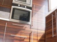 Kuchyňská linka s vestavěnými spotřebiči (vč. ledničky)