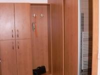 Zádveří a vstup do koupelny posuvnými dveřmi