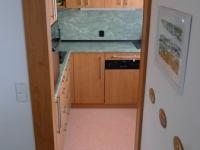 Kuchyně je částečně propojena s obývacím prostorem